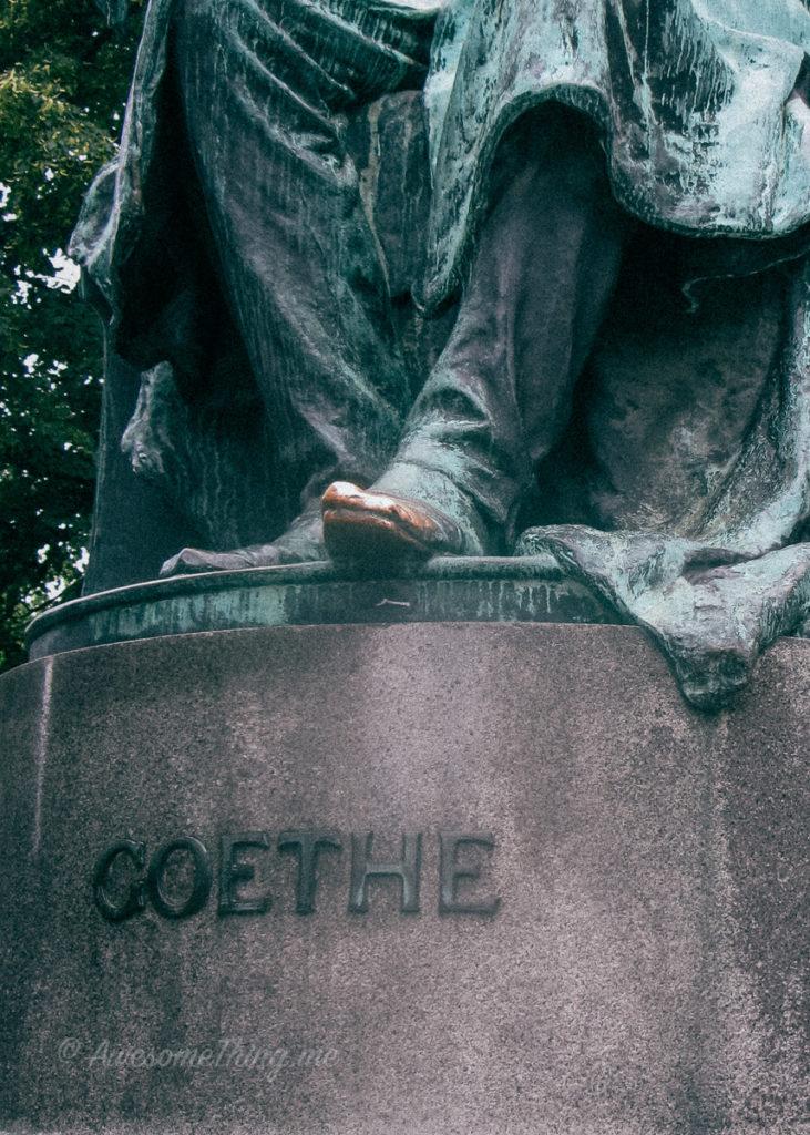 Памятник Гете в Вене