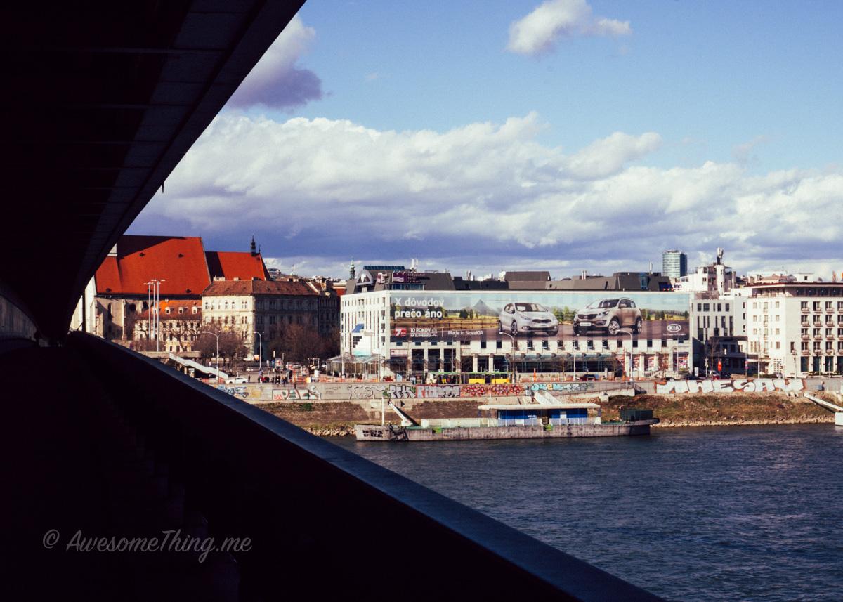 Под мостом, Братислава