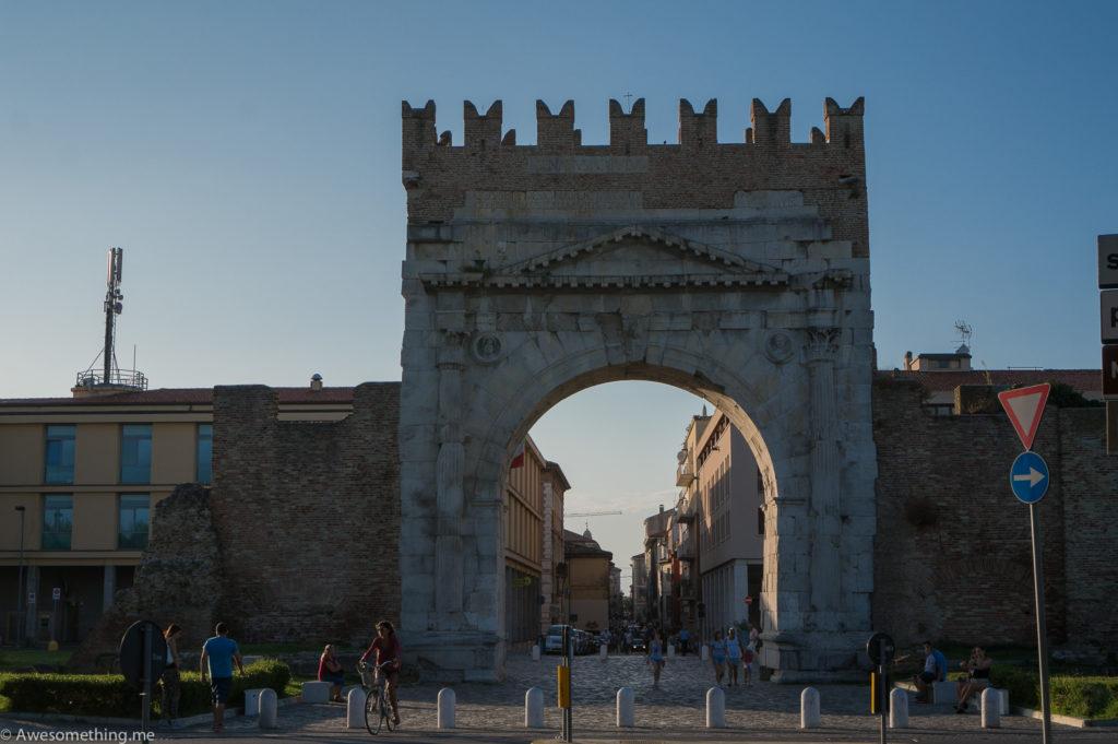 Арка Августа, Римини, Италия