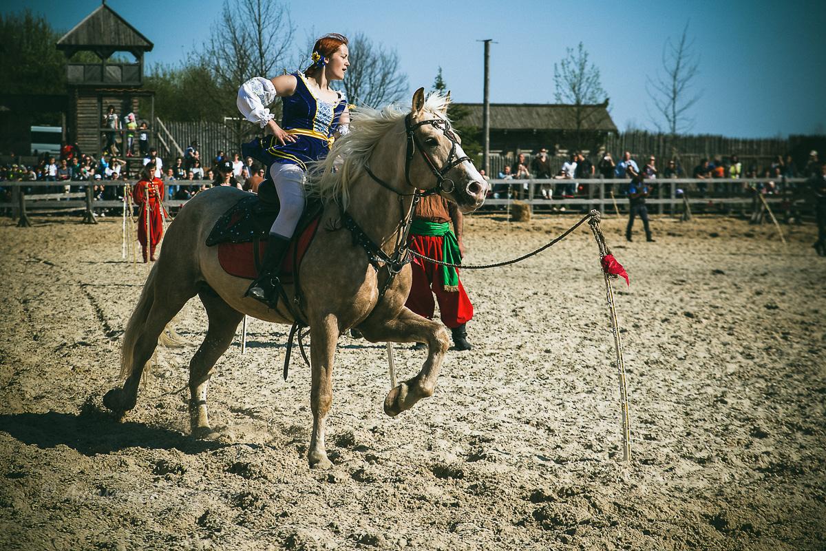 Конное шоу в парке Киевская Русь