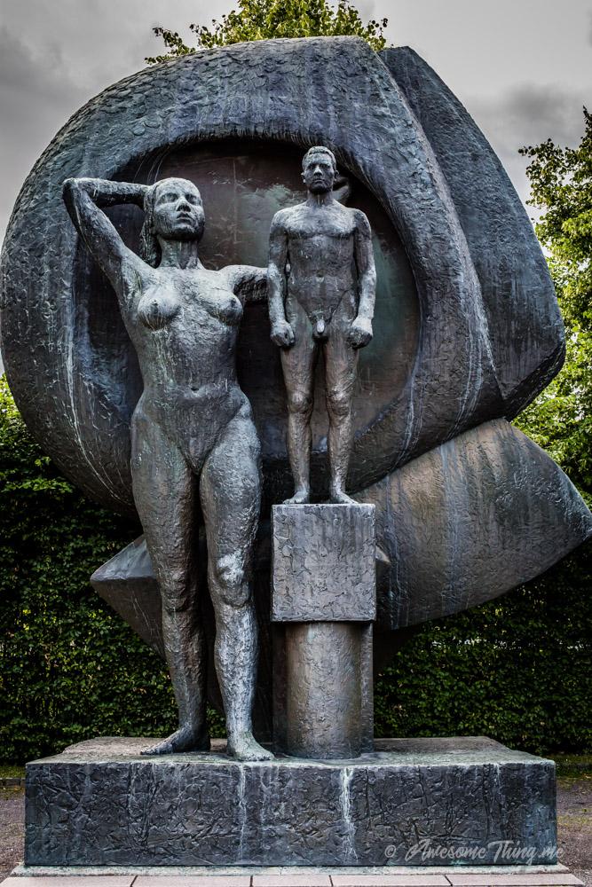 Осло с детьми - недетские статуи